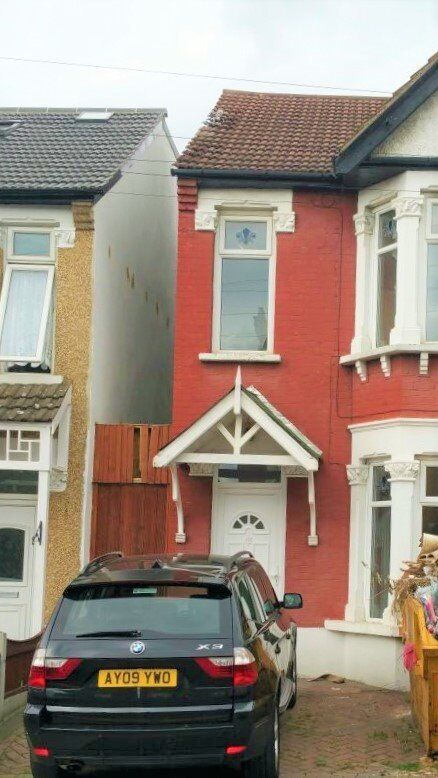 ***3/4 BEDROOM HOUSE OWN DRIVEWAY ZONE 4***£1600***