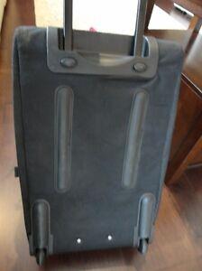 Medium Sized Luggage Suitcase w/ handle & wheels Excellent Shape Kitchener / Waterloo Kitchener Area image 6