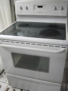 Frigidaire ceramic top stove, $180fully functional, clean insid
