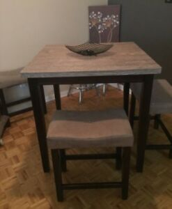 Table.  Great condition