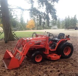 Kubota B1700 HST tractor 4x4 with Loader and Mower Deck