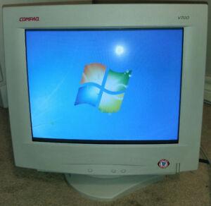 Compaq V700 CRT Computer Monitor