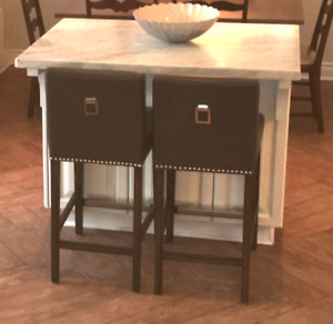 2 kitchen Stools (counter height) from Must (Maison Corbeil)