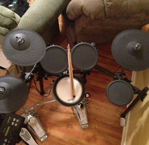 Yamaha DTX520 electric drum kit