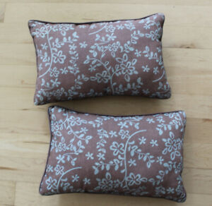 Pair of patio decor cushions $ 6 for both, clean condition
