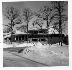 UPDATED MODERNIST 4 LEVEL HOME IN WOODHAVEN