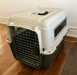 Medium-sized travel crate -- original price $90, only 4 mo old