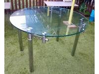 Massive glass extendable table