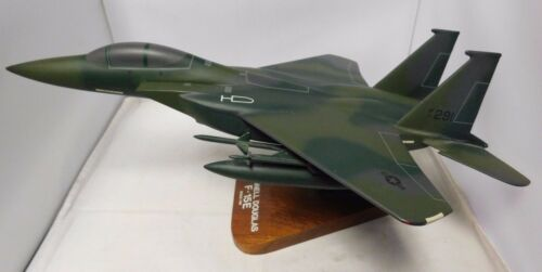 McDonnell Douglas F-15E Strick Eagle Model 1/48 Scale  Fighter Jet USA Airforce