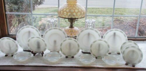 14 PCS ANCHOR HOCKING PLACESETTERS SPRINGWOOD GREEN MILK GLASS DINNERWARE