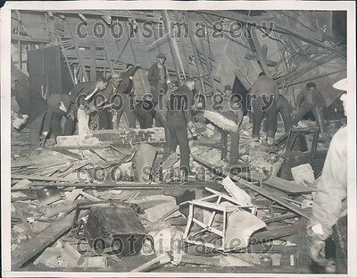1933 People Search Thru Earthquake Ruins For Survivors Compton Ca Press Photo