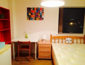BRAND NEW LOVELY DOUBLE ROOM FOR COUPLES, 5 MNT WALK BROMLEY-BY-BOW, RIVERSIDE, SPANISH SPOKEN, R03
