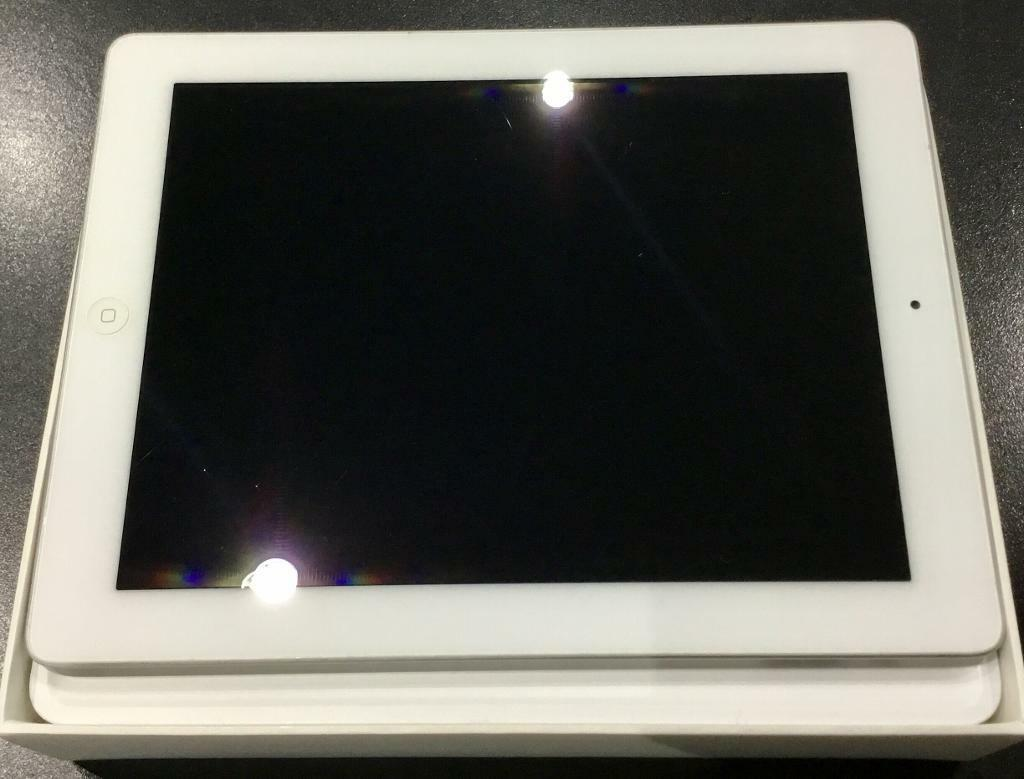 iPad 2 wi fi silver/white with Apple iPad Smart Coverin Ipswich, SuffolkGumtree - iPad 2 wi fi silver/white with Apple iPad Smart Cover. This iPad is in as new condition and has always been in the apple smart case everything works as it should come complete with iPad box, charger and lead and all booklets all are genuine apple...