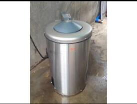 Commercial spin dryer washer laundry equipment