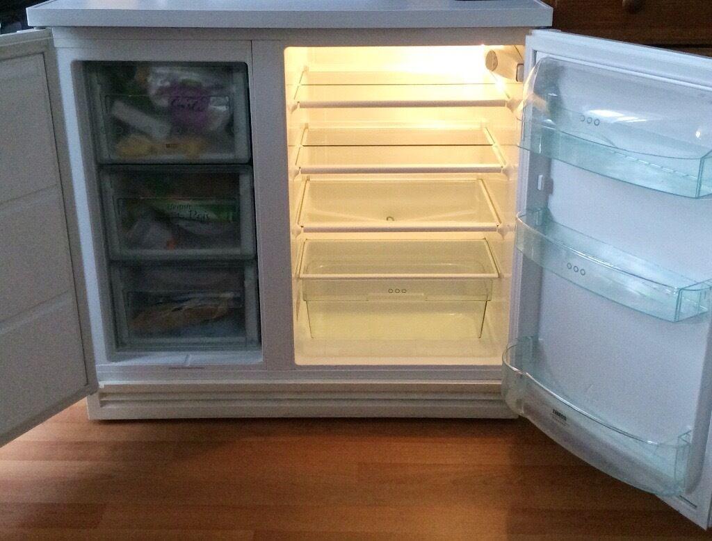 Zanussi under counter fridge/freezer for sale | in Putney