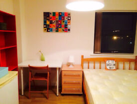 CUTE DOUBLE ROOM SINGLE USE, 8 MNTS WALK CANNING TOWN, CANARY WHARF, STRATFORD, ZONE 2, NIGHT TUBE