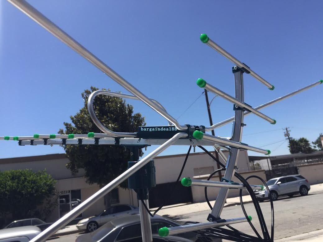 как выглядит Антенна или спутниковая тарелка 150++ Miles 360 Degree Digital Outdoor TV Antenna HD VHF/UHF фото