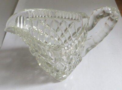 Cruche ciselée en cristal a base carrée