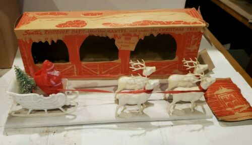VINTAGE 1950S IRWIN HARD PLASTIC CHRISTMAS SANTA & HIS REINDEER BARN  IN BOX