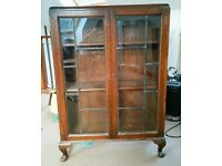 Lovely wooden/glass cabinet