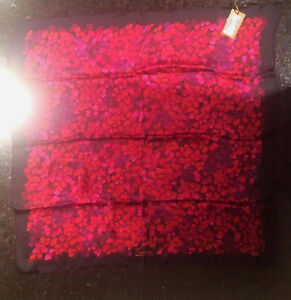 Gucci Floral Silk Print Scarf NWT Pink 100% Authentic