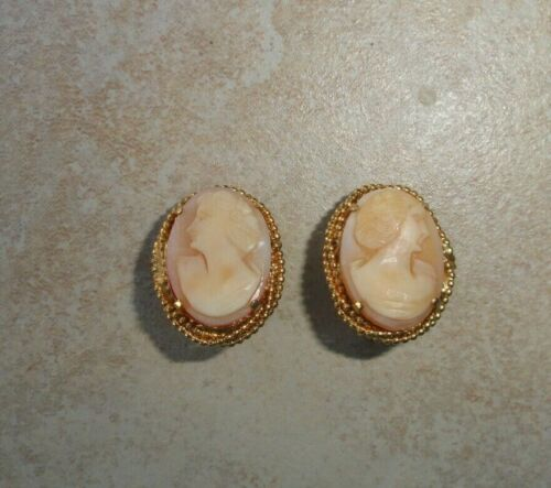 Vintage Unsigned Genuine Shell Cameo Gold Tone Clip On Earrings