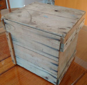 Antique Vintage Wooden Wood Crate with Lid