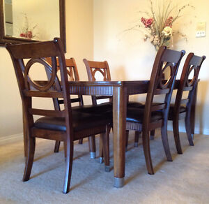 Extension Dinning Table, Solid Wood (price reduced)