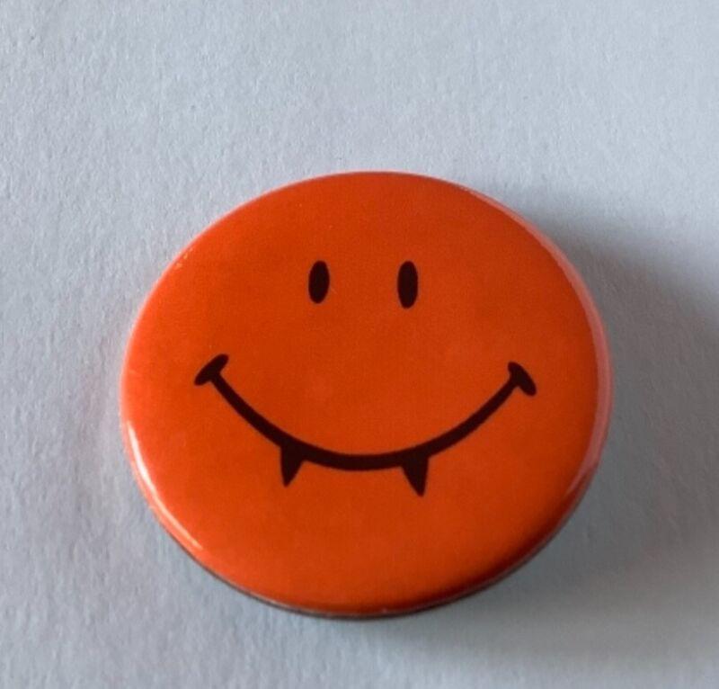 Hallmark Halloween Vintage SMILEY FACE DRACULA Holiday Button Pin