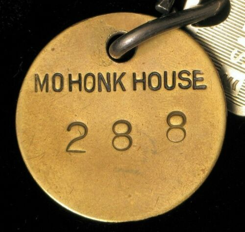 ANTIQUE HISTORIC MOHONK MOUNTAIN HOUSE HUDSON VALLEY CASTLE HOTEL ROOM KEY FOB