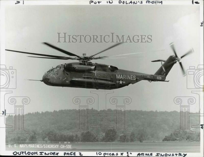 Press Photo United States Marines Sikorsky CH-53E Helicopter at Landing Pad