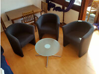 Set of 1 circular cafe table and 3 black chairs