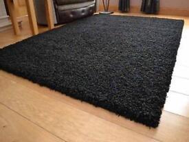 Large Shaggy Rug - Black - 5.4 x 7.8 Feet