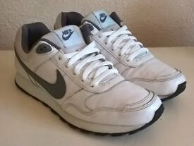 Men's Nike HD runner trainers. Size 8. Good condition. White Leather.