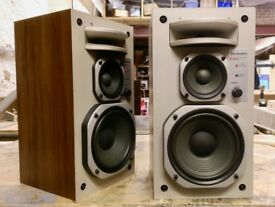 Vintage Technics SB-R2 3 way Bookshelf Speakers