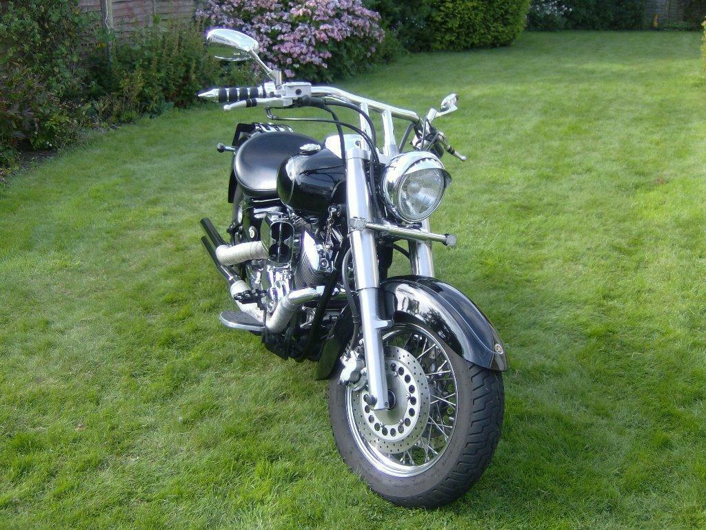 yamaha xvs 1100 dragstar classic in hull east. Black Bedroom Furniture Sets. Home Design Ideas