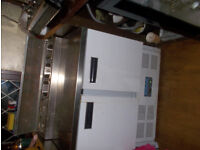 polarrefrigerated pizza &salad preparation unit 2 doors hardly used 6 containers 2 with covers