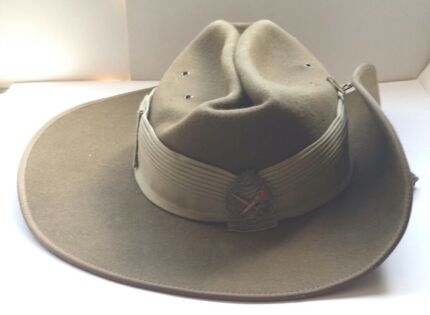 AUSTRALIAN ARMY CADETS BADGED SLOUCH FELT HAT VGC