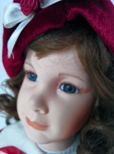 Porcelain Alicia Doll Collection on Collector Stand West Island Greater Montréal image 2