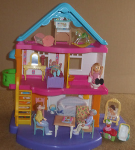 Doll House and Accessories  No Batteries Required