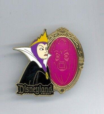 Disney Disneyland Snow White Villain Evil Queen & Slave in Magic Mirror Pin  (Villain In Snow White)