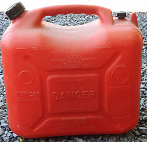 Bidon d'essence (23 litres)  Gas tank (23 liters)