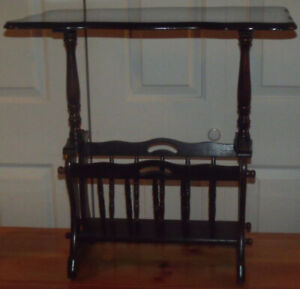 Très belle petite table vintage en excellente condition