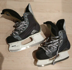 NEW Nike hockey skates, youth size 4