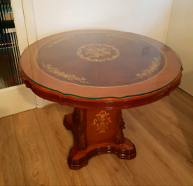 * Round Dining Table *