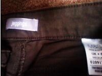 TRULY LOVELY FASHIONABLE ORIGINAL M & S JEGGINGS IN A SMALL SIZE 6