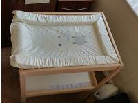 Changing table SNIGLAR IKEA + mat
