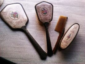 ORIGINAL UNIQUE MADE IN ENGLAND AROUND 1900 SET OF LADY'S DRESSING TABLE MIRROR & BRUSHES SET
