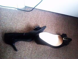 ORIGINAL ALWAYS FASHIONABLE REAL GOOD QUALITY LEATHER SHOES WITH A STYLISH BOWS SIZE 5