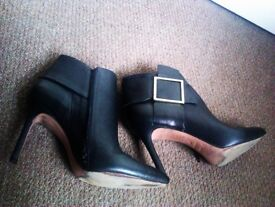 ORIGINAL ALMOST BRAND NEW ALWAYS CURRENT STYLE BLACK REAL LEATHER ANKLE BOOTS MADE IN ITALY